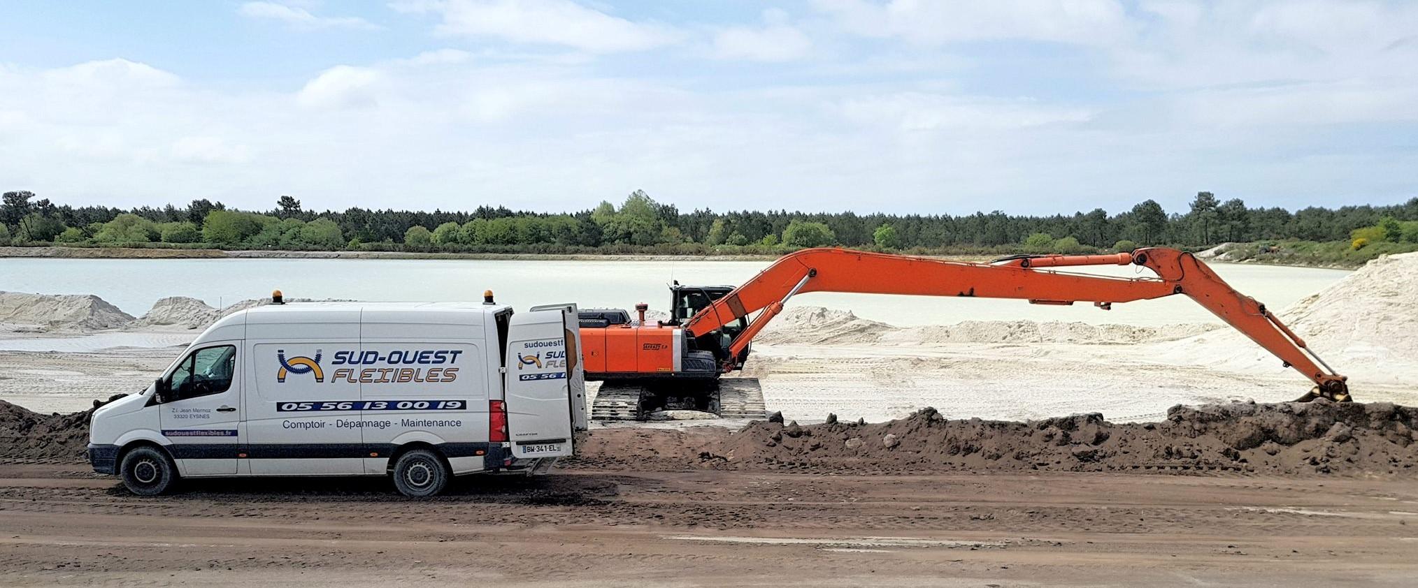 remplacement de flexibles hydraulique sur engin de chantier